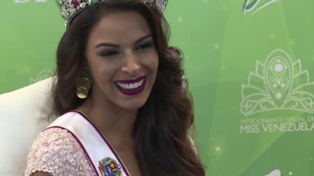 la ganadora del certamen 2016 de miss venezuela keysi sayago se mostro cauta ante preguntas de la prensa sobre los ataques recientes entre el... - contestant stock videos & royalty-free footage