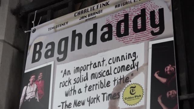 vídeos de stock, filmes e b-roll de la guerra de irak puede no sonar como una comedia musical pero la obra baghdaddy en el circuito off broadway esta convirtiendo la tragedia en una... - irak