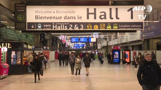 la huelga en los transportes en francia contra la reforma del sistema de pensiones llego el jueves a su jornada numero 29 un record historico... - sindicatos stock videos & royalty-free footage