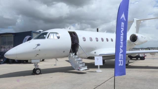 la industria aeroespacial brasilena busca mostrar su fortaleza con el primer salon internacional de aviacion en el pais inaugurado el miercoles en... - industria aeroespacial stock videos and b-roll footage