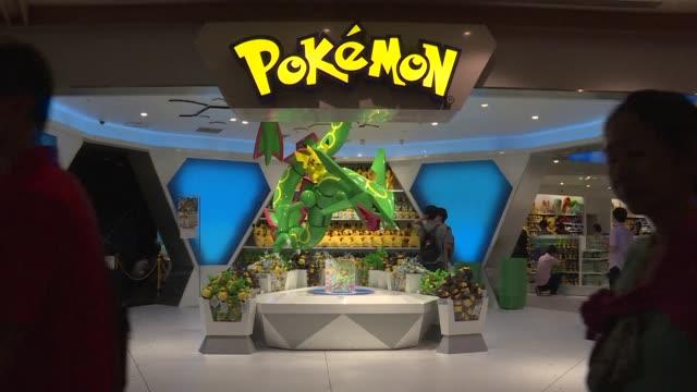 la japonesa nintendo confia en que la fiebre por el lanzamiento del videojuego movil pokemon go constituya su pase de entrada al mercado de los... - entrada stock videos and b-roll footage