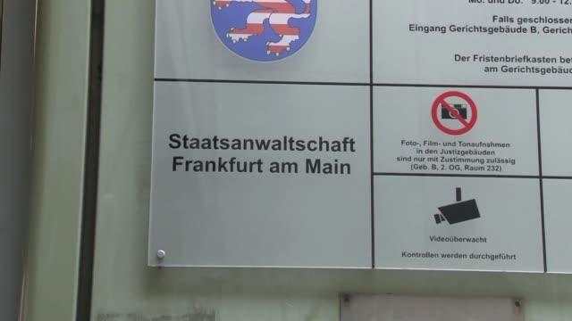 la justice allemande ordonne la perquisition des locaux de deutsche bank dont le siege du groupe a francfort dans une enquete pour blanchiment... - deutsche bank stock videos & royalty-free footage