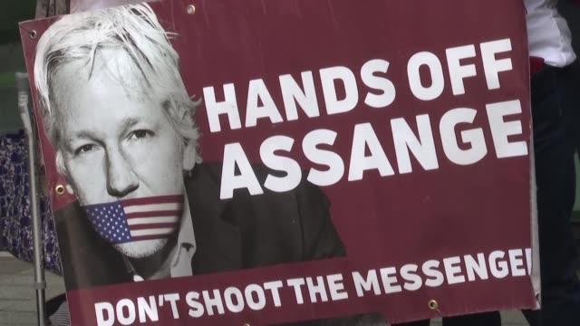 vídeos de stock, filmes e b-roll de la justicia britanica decidirá sobre la peticion estadounidense de extraditar al fundador de wikileaks julian assange para juzgarlo por espionaje... - fundador
