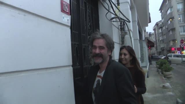 La justicia de Estambul libero al periodista germano turco Deniz Yucel luego de un ano apresado bajo acusacion de terrorismo y dio un leve respiro a...