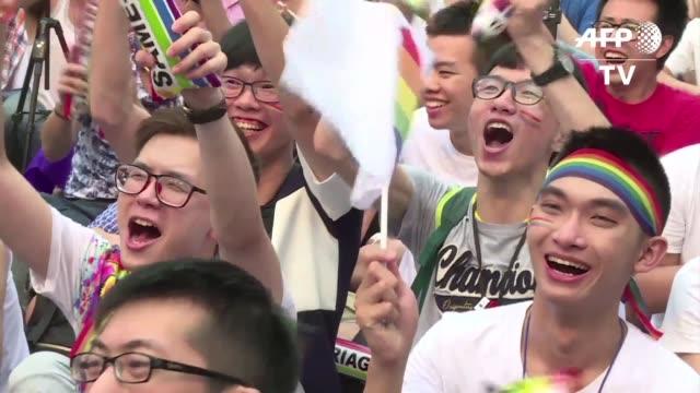 la justicia de taiwán declaró el miércoles que una disposición que sostiene que la unión matrimonial solo puede darse entre un hombre y una mujer... - un solo hombre stock videos & royalty-free footage