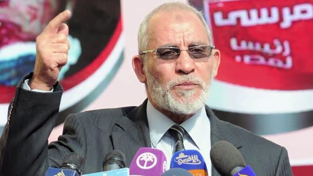 la justicia egipcia ordeno este miercoles la detencion del guia supremo de los hermanos musulmanes por los enfrentamientos que dejaron 50 muertos el... - guia stock videos & royalty-free footage