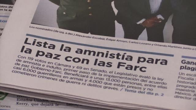 la ley de amnistia a los guerrilleros de las farc que fue aprobada el miercoles por el congreso fue recibida por los colombianos con opiniones... - revolutionary armed forces of colombia stock videos and b-roll footage