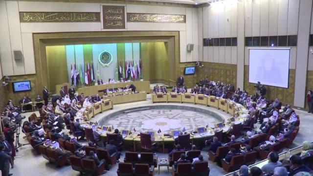 la liga arabe denuncio actos hostiles y provocaciones de iran luego que arabia saudita ejecutara a un clerigo chiita en enero pasado tras lo cual se... - esecuzione pubblica video stock e b–roll