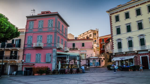 la maddalena stadt in sardinien – italien - sardinien stock-videos und b-roll-filmmaterial