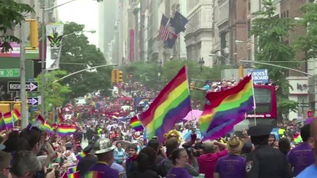 la marcha del orgullo gay de nueva york festejo este domingo la historica decision de la corte suprema de legalizar el matrimonio gay en todo eeuu... - ian mckellen stock videos & royalty-free footage