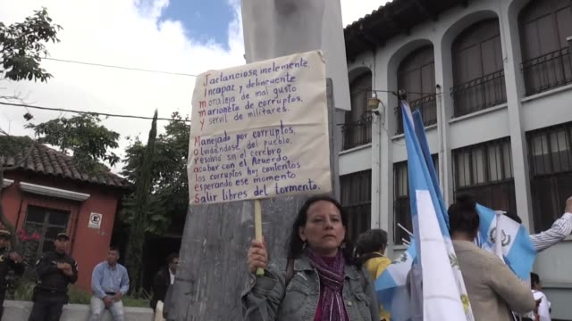 La maxima instancia judicial de Guatemala la Corte de Constitucionalidad suspendio el miercoles la orden del presidente Jimmy Morales de cerrar la...
