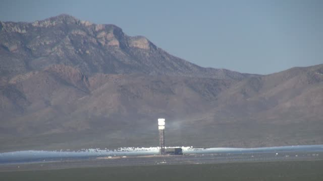 la mayor planta de energia solar del planeta en california esta lista para funcionar pero este proyecto apoyado por google preocupa a los... - planeta stock videos & royalty-free footage