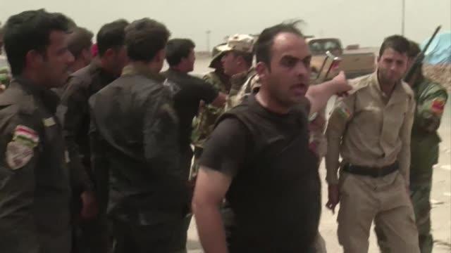 vídeos de stock, filmes e b-roll de la mayor represa de irak al norte de mosul ya no esta en manos del estado islamico - irak