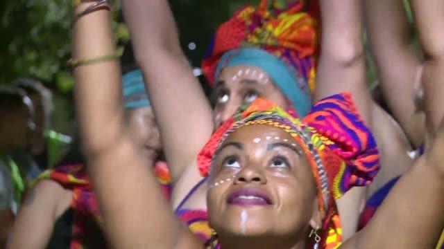 la melaza la primera gran comparsa de candombe integrada exclusivamente por mujeres en uruguay celebra 14 anos de vida haciendose un lugar en un... - montevideo stock videos & royalty-free footage