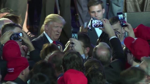 La militancia del partido republicana festejaba la victoria de Donald Trump en las elecciones presidenciales de Estados Unidos mientras los...