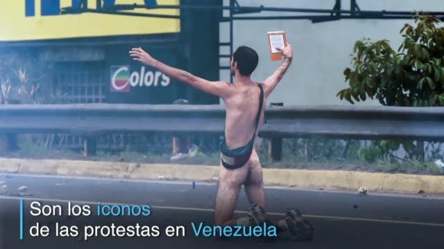 la mujer maravilla el violinista o el joven que se desnudo frente a una tanqueta las imagenes de estos manifestantes se han convertido en íconos en... - desnudo stock videos & royalty-free footage