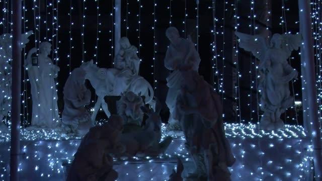 la navidad es la mayor fiesta del cristianismo voiced la navidad por el mundo on december 19 2013 in lagos nigeria - cristianismo stock videos & royalty-free footage