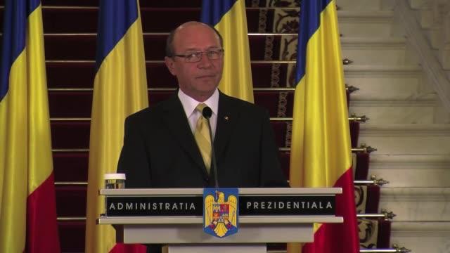 la nueva coalicion rumana de centroizquierda en el poder lanzo una ofensiva el martes en el enfrentamiento que la opone al jefe de estado de... - politica stock videos & royalty-free footage