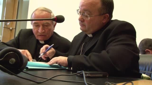 vídeos y material grabado en eventos de stock de la onu pidio este jueves a la iglesia catolica que actue con mayor resolucion contra los abusos sexuales a menores de edad voiced vaticano habla ante... - jueves
