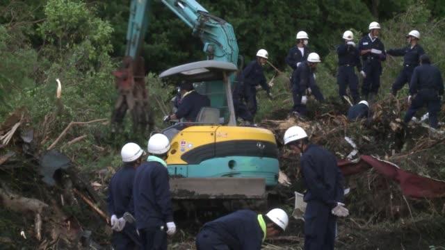 la operadora de la central nuclear de fukushima indico la madrugada del jueves que recogio agua radiactiva en un canal que conduce al mar... - agua stock videos & royalty-free footage
