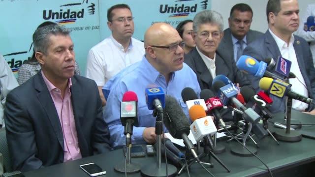 La oposicion en Venezuela demando el martes una fecha para la recoleccion de firmas que permita convocar un referendo revocatorio contra el...