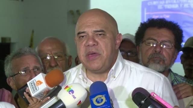 la oposicion venezolana anuncio el sabado que el poder electoral verifico 15 millones de firmas para activar el revocatorio contra el presidente... - verification stock videos & royalty-free footage