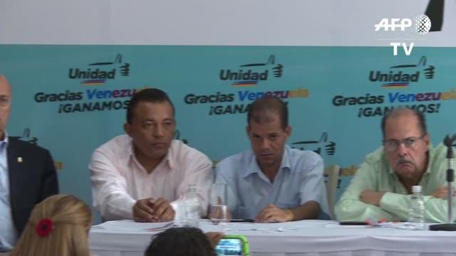 la oposicion venezolana dice que no peleara con el presidente nicolas maduro que en la noche del jueves alego que no es momento de convivencia... - politica stock videos & royalty-free footage