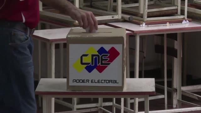 la oposicion venezolana enfrenta el desafio de llevar a sus desmotivados seguidores a votar el proximo domingo en las elecciones de gobernadores pues... - desafio stock videos and b-roll footage