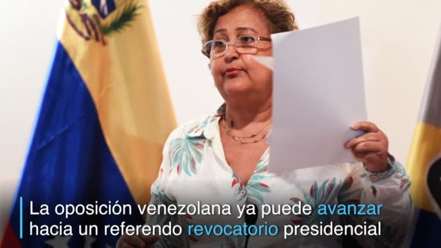 La oposicion venezolana logro el aval del poder electoral para avanzar hacia un referendo revocatorio contra el presidente Nicolas Maduro aunque aun...