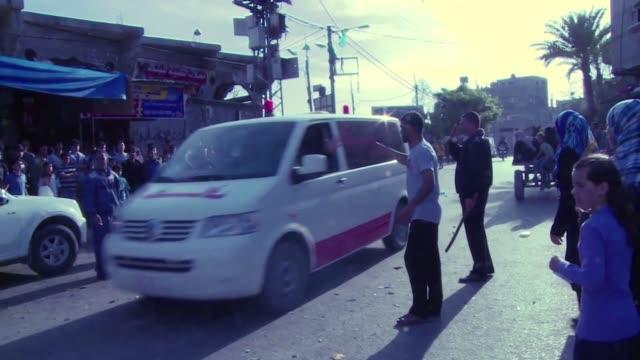 la organizacion para la liberacion de palestina y el movimiento islamista hamas anunciaron el miercoles un gobierno de union nacional pese a las... - palestina stock videos and b-roll footage