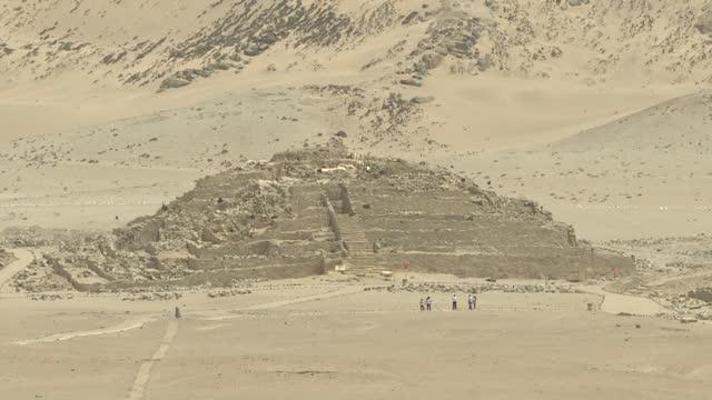 PER: Caral, la ciudad más antigua de América bajo invasiones y amenazas a su descubridora