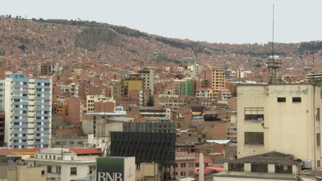 la paz suburbs view from downtown bolivia - la paz region la paz stock-videos und b-roll-filmmaterial