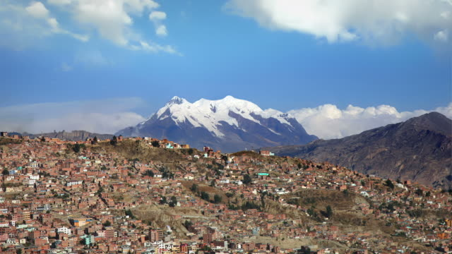 stockvideo's en b-roll-footage met la paz with the contrast of nature, bolivia - bolivia