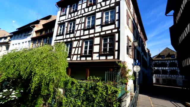 vídeos de stock e filmes b-roll de la petite france, strasbourg, france - estrasburgo