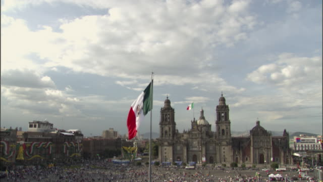 WS, TD, HA, La Plaza de la Constitucion with Metropolitan Cathedral and Mexican flag, Mexico City, Mexico