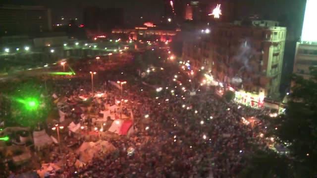 la plaza tahrir se volvio a llenar el domingo de decenas de miles de opositores al presidente derrocado por el ejercito mohamed mursi voiced tahrir... - coup d'état stock videos & royalty-free footage