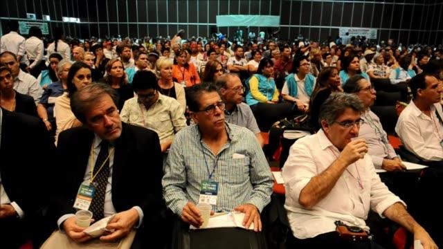 vídeos y material grabado en eventos de stock de la polarizacion entre los afectados por el conflicto armado de colombia surgio en el foro nacional de víctimas en cali que debe llevar propuestas y... - llevar