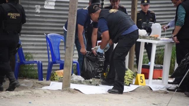 la policia antinarcotica de guatemala se incauto este viernes de más de 12 millones de dolares que iban escondidos en el tanque de gasolina de un... - gasolina stock videos & royalty-free footage