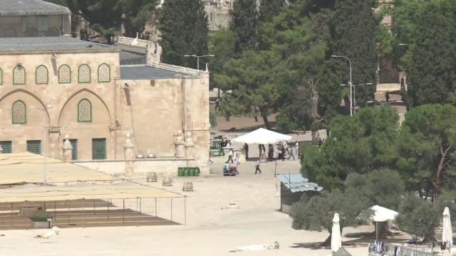 La policia israeli y fieles musulmanes se enfrentaron el lunes por segundo dia consecutivo en la Explanada de las Mezquitas de Jerusalen tercer lugar...