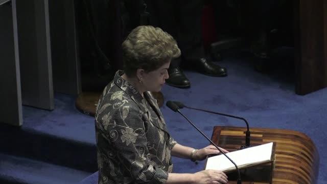 urgente la presidenta brasilena suspendida dilma rousseff se defendia el lunes en el congreso en el juicio de destitucion que enfrenta por maquillaje... - congreso stock videos and b-roll footage