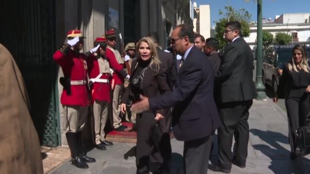 la presidenta interina de bolivia jeanine anez clamo a sus opositores que la dejen gobernar por el tiempo corto que estara en el poder ante el... - evo morales stock videos & royalty-free footage