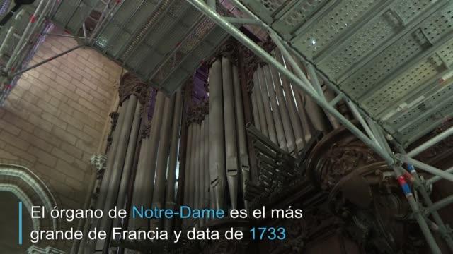 la primera etapa de las obras de reconstrucción de la catedral de notredame de parís se inició el lunes con el cuidadoso traslado de la consola del... - música stock videos & royalty-free footage