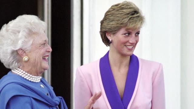 la princesa diana de gales sigue siendo 20 anos despues de su muerte un simbolo del buen vestir que revoluciono los codigos indumentarios de la... - vestir stock-videos und b-roll-filmmaterial