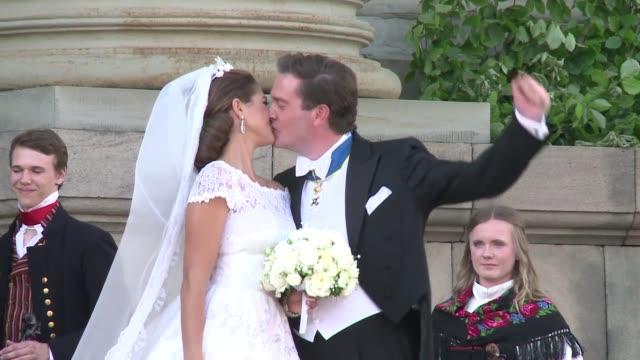la princesa magdalena hija menor del rey de suecia se caso el sabado con el financiero britanico estadounidense christopher oneill voiced boda real... - hija stock videos & royalty-free footage