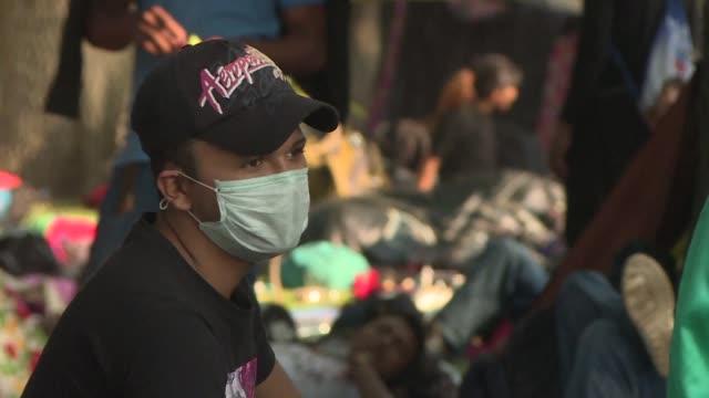 vídeos y material grabado en eventos de stock de la salud de la multitudinaria caravana migrante se ve mermada por los extremos cambios de clima ademas de hacinamiento y extenuacion fisica en su... - ee.uu
