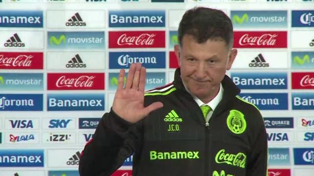 la seleccion mexicana de futbol presento al colombiano juan carlos osorio como su nuevo director tecnico - dirigir stock videos and b-roll footage