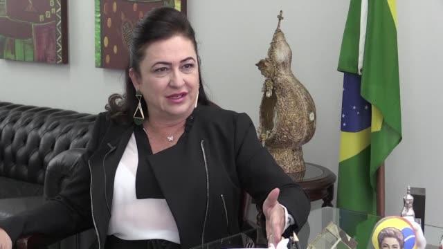 la senadora de centroderecha y dirigente del agronegocio de brasil katia abreu se convirtio en una heroina de la izquierda al defender a capa y... - congreso stock videos and b-roll footage