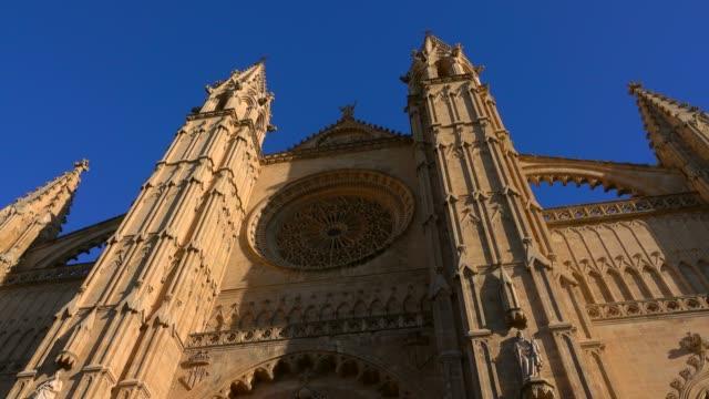 la seu cathedral, palma de mallorca, mallorca (majorca), balearic islands, spain, mediterranean, europe - palma stock videos & royalty-free footage