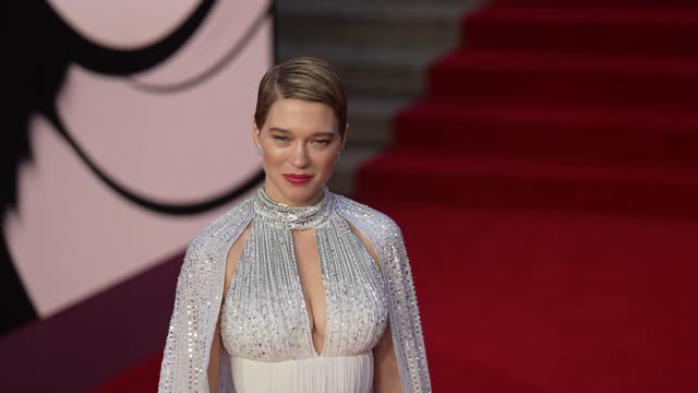 """léa seydoux attends the """"no time to die"""" world premiere at royal albert hall on september 28, 2021 in london, england. - première stock-videos und b-roll-filmmaterial"""