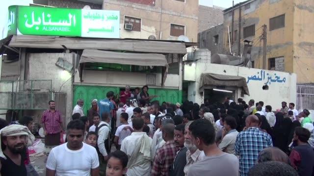 La situacion en Aden la segunda ciudad de Yemen sigue empeorando con empresas cerradas falta de alimentos y el exodo de los civiles